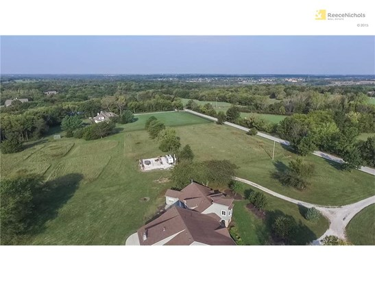 Gorgeous 20 acres and 7100 Sq foot home  in Southern Johnson County (photo 1)