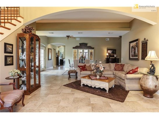 Beautifully updated 1.5 story with grand master suite. (photo 4)