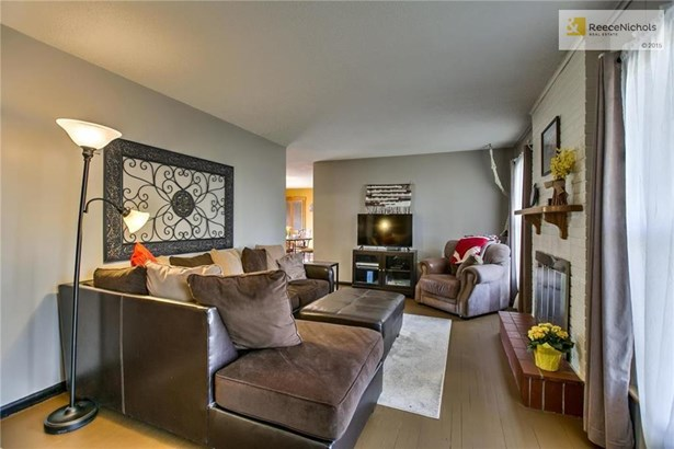 Spacious living room with hardwood floors and today's colors! (photo 3)
