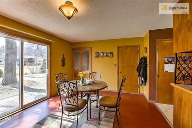 HUGE breakfast/dining area is full of light and overlooks the backyard. (photo 5)