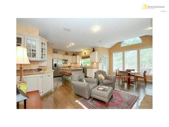 Large, updated kitchen with granite counters and island (photo 5)