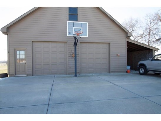 16141 Kansas Avenue, Basehor, KS - USA (photo 2)