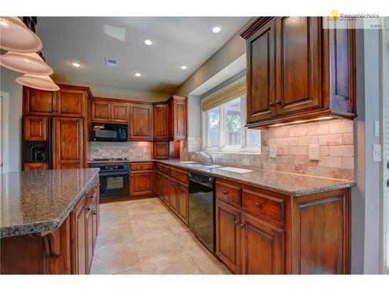 Large Beautiful Kitchen (photo 2)