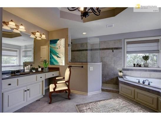 Large Master Bathroom (photo 4)