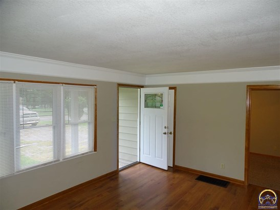 4813 Sw 17th St , Topeka, KS - USA (photo 2)
