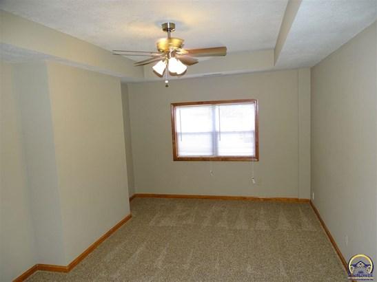 4813 Sw 17th St , Topeka, KS - USA (photo 4)