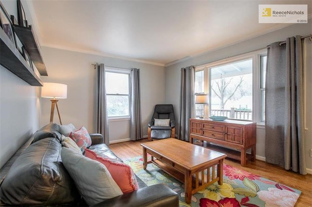 Beautiful living room with gleaming hardwood floors and great light. (photo 2)