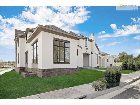 These photos are of the Barclay Plan that was done as a build job. Interior Designs may change based on buyer's selections. (photo 1)