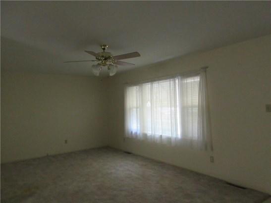 LIVING ROOM, LARGE WINDOW, CEILING FAN (photo 5)