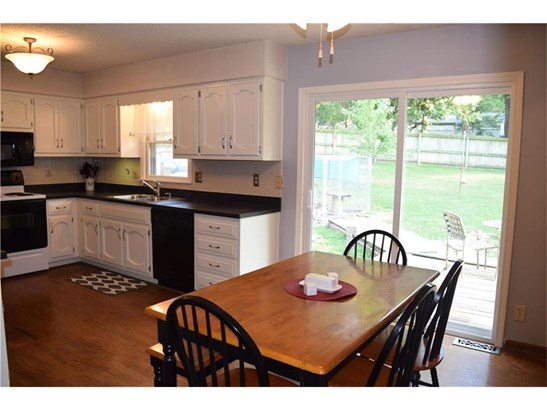 Newly remodeled kitchen! Remodeled cabinets/counter tops/New sink/faucet/garbage disposal/sliding glass doors (photo 1)