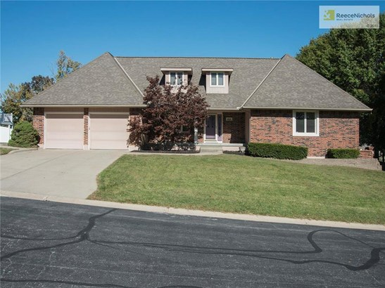 Great curb appeal - elegant home on estate sized lot with no neighbors behind. (photo 2)
