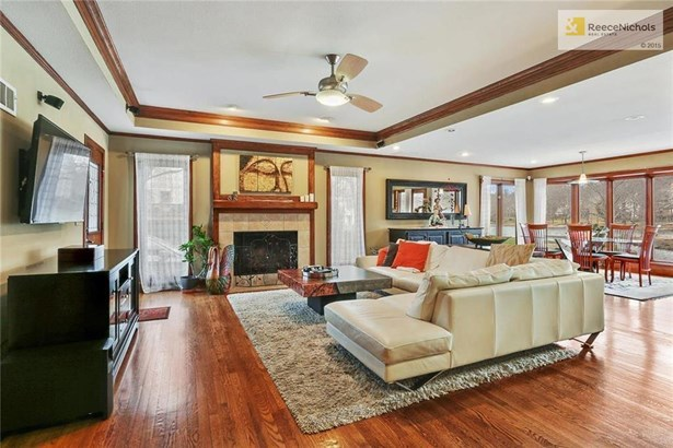 Hearth Room adjoins kitchen & two casual dining areas (photo 5)