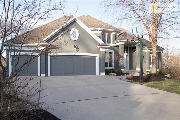 Beautifully Repainted Julian Built Rosebury VI story & half cul-de-sac home with 4 bedrooms and 3.2 baths.  Enjoy this 5,000 sqft home with a spacious 2 tiered walk out lower level. (photo 1)