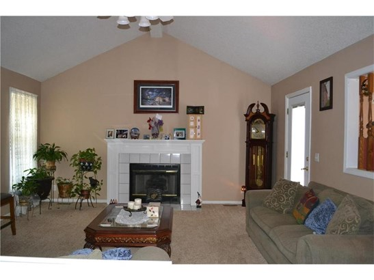 Living Room w/gas fireplace (photo 4)