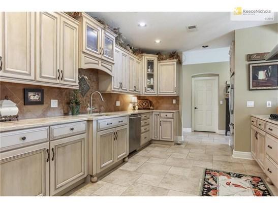 Fabulous custom kitchen (photo 4)