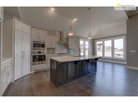 Beautiful Kitchen with Quartz Counters, Gas Cook top, large island and walk in pantry (photo 5)