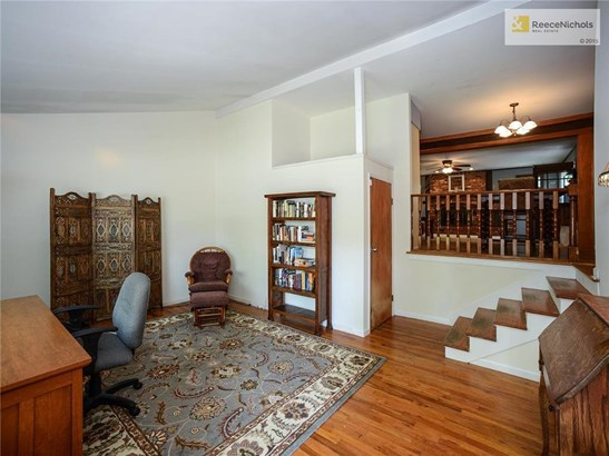 Fantastic first impression when you walk in the front door - vaulted ceiling, hardwoods and OPEN. (photo 4)