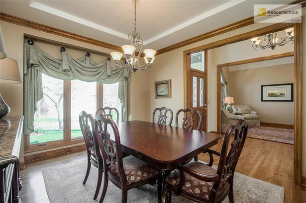 Formal dining with large windows make the space feel open and bright. (photo 4)