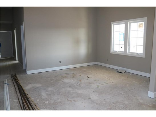 Very large entry room. (photo 4)