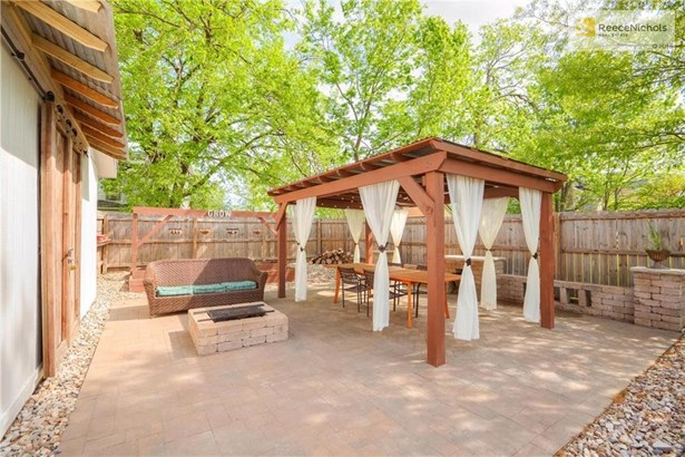 Paverstone Patio, Pergola, Built in Firepit (photo 4)