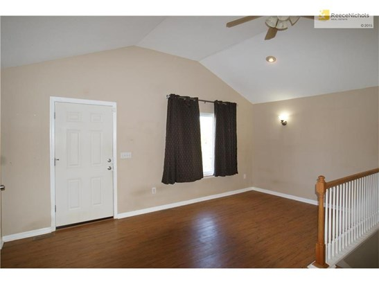 Open living room with vaulted ceilings and laminate flooring (photo 4)