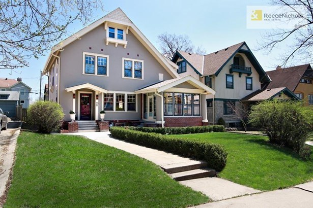 Lovely stucco home with a new roof right in wonderful, historic Coleman Highlands! (photo 1)