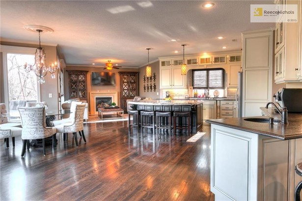 8116 Clearwater Drive, Parkville, MO - USA (photo 5)
