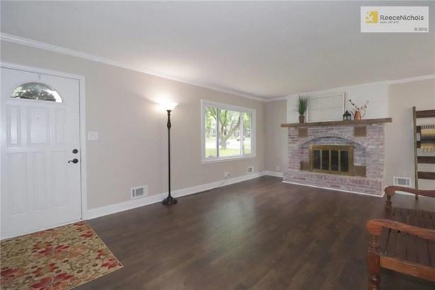 Main level family room (photo 2)