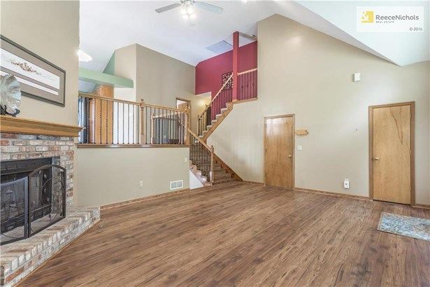 The open floor plan is spacious with plenty of room for family and entertaining. (photo 4)