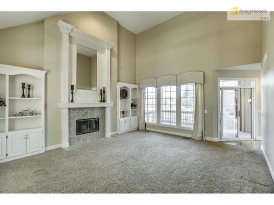 This light bright great room has custom built-ins,dramatic floor to ceiling fireplace and soaring ceilings. (photo 5)