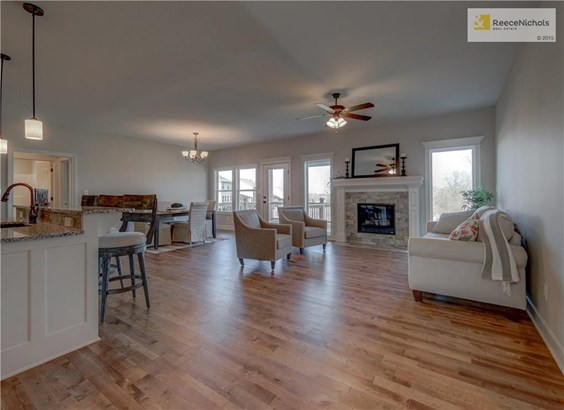 1413 Nw Red Oak Court, Grain Valley, MO - USA (photo 2)