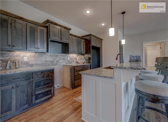 1413 Nw Red Oak Court, Grain Valley, MO - USA (photo 3)