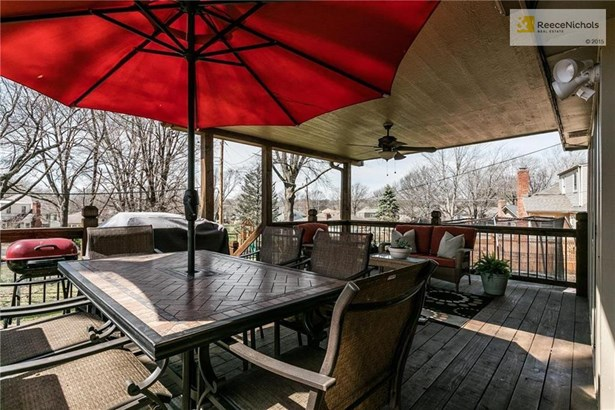 Beautiful covered deck ready for entertaining! (photo 4)