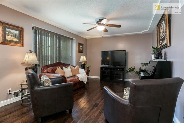 Lovely living room with beautiful hand-scraped wood floors. (photo 5)