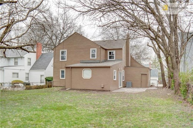 Large backyard with great patio for entertaining off of the bonus family room. (photo 2)