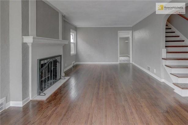 Large living room that has door to bonus family room. (photo 5)