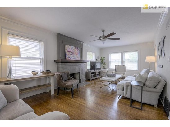 ENJOY GLEAMING HARDWOOD FLOORS IN A LIVING ROOM SURROUNDED WITH WINDOWS! (photo 5)