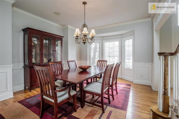 BEAUTIFUL FORMAL DINING WITH BAY WINDOW (photo 4)
