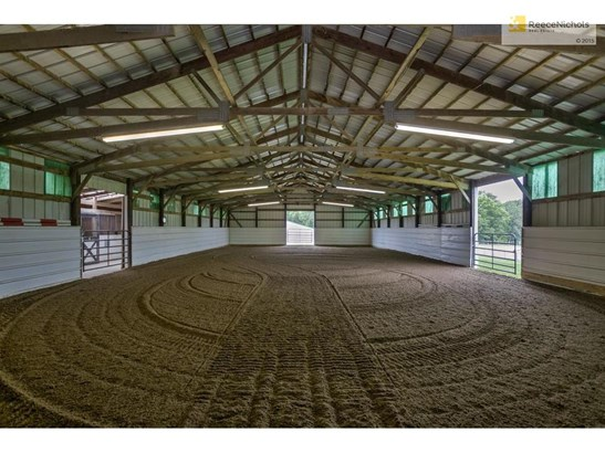 60' x 40' indoor riding arena with GGT footing. (photo 5)