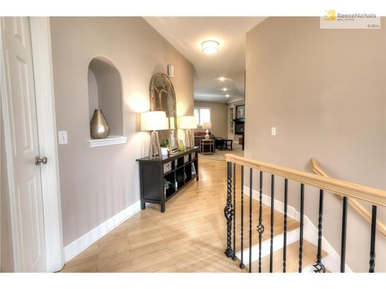 What a beautiful entryway into the home! (photo 5)