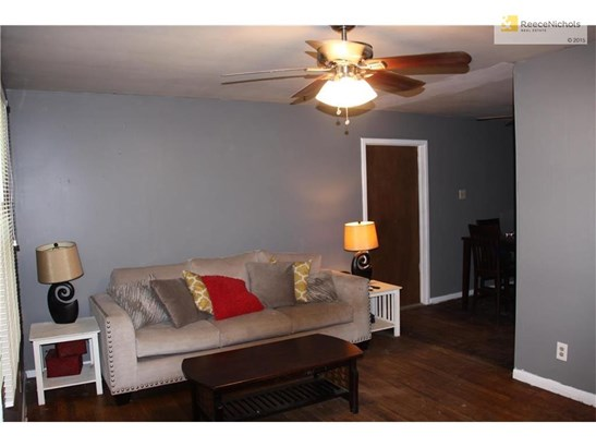 Freshly painted interior with new grays! Ceiling fans in every room and lots or room! (photo 3)