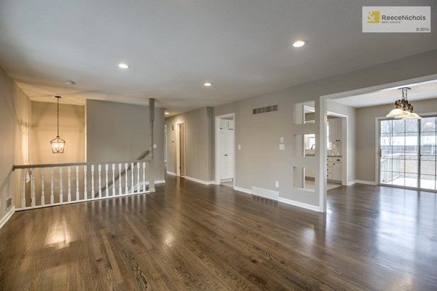 Welcome Home!!Everything has been redone to perfection and is like a brand new home!! (photo 1)