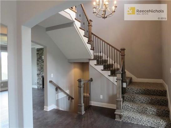 Designer carpet on stairway (photo 4)