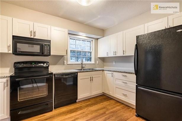 Beautifully Remodeled Kitchen (photo 5)
