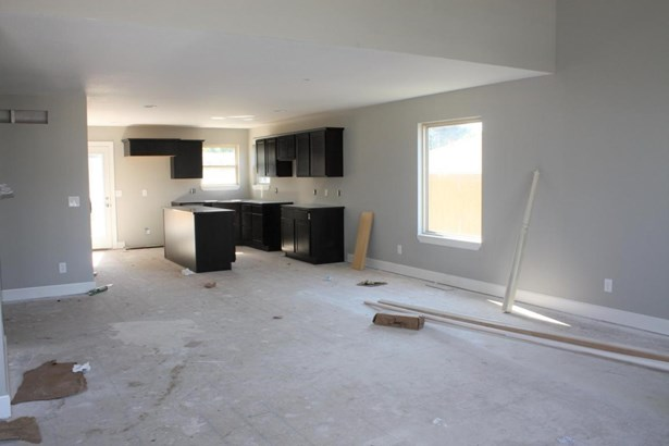 Great room into kitchen (photo 4)