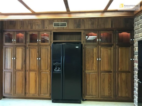 Wall of cabinets with uppers that are lit (photo 5)