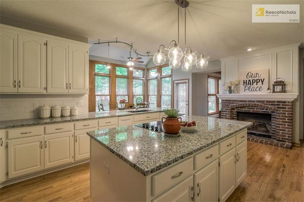 Oversized Granite Island Will Steal the Show! (photo 5)