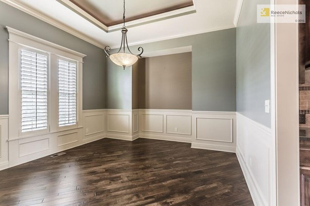 formal dining room off entry (photo 3)