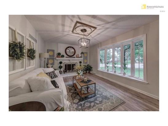 Formal living room, Pergo floors, decorative fireplace. Custom designed features. Bright bay window. (photo 3)