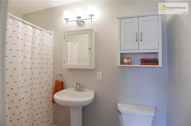 On-suite full bath off 3rd bedroom. (photo 3)